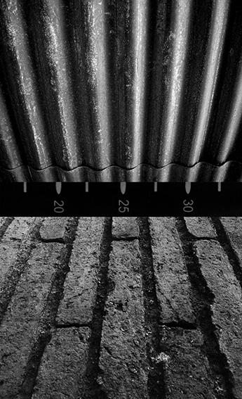 Ernesto Benítez Entre Cielo y Tierra (El CiberEspacio) Estructuras de Mediación y Fetichismo (Detalle) Fotografía Contemporánea Plata sobre Gelatina. Arte Cubano Contemporáneo Heaven and Earth (Cyberspace) Mediation Structures and Fetishism, Photography Contemporary Visual Art